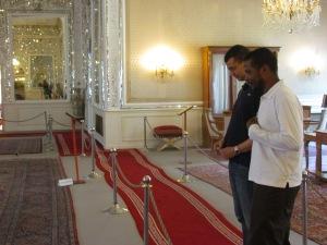 Samy Adighirni mostra-nos peças do palácio onde reinou o deposto Xá Reza Pahlevi, transformo em museu