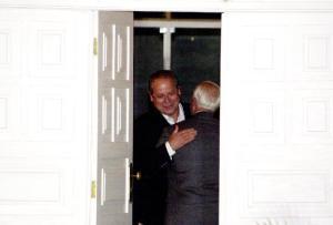 Brasília - Ministro José Dirceu recebe o senador Antônio Carlos Magalhães, em sua residência. J. Freitas/ABr.