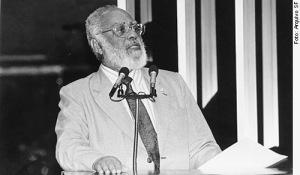 Abdias do Nascimento discursa na tribuna do Senado Federal, em denúncia contra o massacre de afrobrasileiros