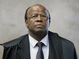 Presidente do STF que mandou os petistas pra a cadeia, este homem também foi vilipendiado pelo discurso de ódio da seita lulista