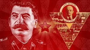 Ícones de determinada esquerda, Stalin, tendo ao fundo Lenin: acuse o adversário do crime que é seu