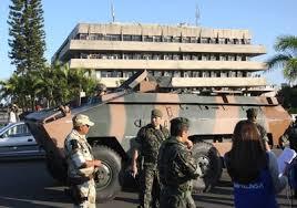 6/02/2012: tropas do Exército cercam a Assembleia Legislativa da Bahia, ocupada por PMs em greve (Foto: Adenilson Nunes, revista Época)