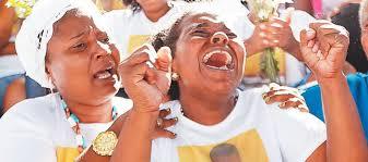 Possíveis eleitores petistas choram perante mais uma chacina da polícia que mata