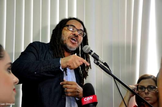 O professor e advogado Samuel Vida, também militante, fala na OAB no ato sobre a execução de 12 jovens pela PM petista
