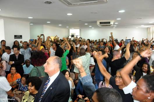 Auditório da OAB ocupada em audiência na manhã de 26/02: a maioria agentes de provocação estimulados pelo discurso de Rui Costa (Esta e as demais fotos são de Léo Ornelas).