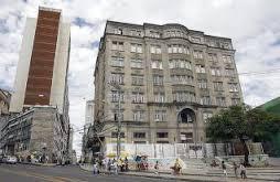 A antiga sede do jornal, na Praça Castro Alves, hoje em obras para abrigar um hotel Fasano