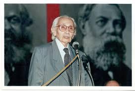 João Amazonas, líder do PCdoB, depois de a União Soviética denunciar os crimes de Stalin, seguiu as diretrizes de Mao, que se manteve stalinista até se reaproximar aos Estados Unidos a partir de 1973