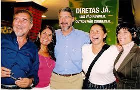 Leonelli (esq.) em evento de lançamento de livro sobre as Diretas-Já para a presidência do país, com o autor da emenda constitucional Dante de Oliveira