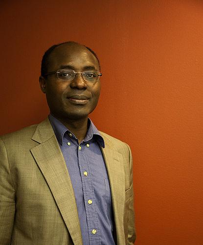 Jornalista Rafael Marques de Morais, sob ameaça por denunciar o envolvimento da cúpula das autoridades de Angola com a corrupção e o sangue dos diamantes. Clique para ler entrevista aqui em inglês
