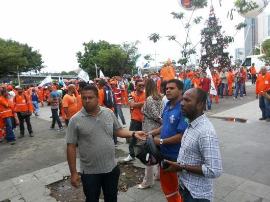 """Seria um """"factóide"""" da mídia? Trabalhadores, aos milhares, demitidos com o fechamento de estaleiro na Bahia e no Brasil, por conta da crise na Petrobras"""