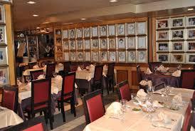 Interior do restaurante em Lisboa no qual Wagner tem duas fotos emolduradas na disputada parede