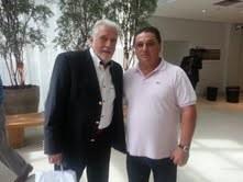 O atual ministro da Casa Civil, de barba, posa com João Palmeirão, empresário português de sogra cabeleireira. A foto foi fornecida ao blog por cortesia do advogado do empresário