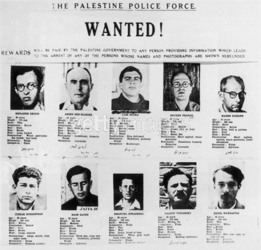"""Cartaz de caça aos """"terroristas"""" que a 22/07/1946 explodiram com bomba o hotel Rei David, quartel-general do governo britânico em Jerusalém, matando ao menos 91 pessoas; os """"procurados"""" depois se tornaram os maiores líderes da constituição do Estado de Israel em 1948"""