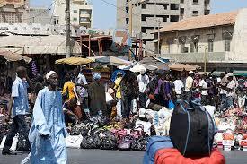 Aspecto do efervescente mercado livre Sandaga, no centro velho de Dakar, no Senegal, onde se encontra de tudo e muito mais