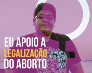 Mariana Buente, que diz atuar como produtora cultural no Teatro Castro Alves, não é aluna do professor que ajudou a atacar