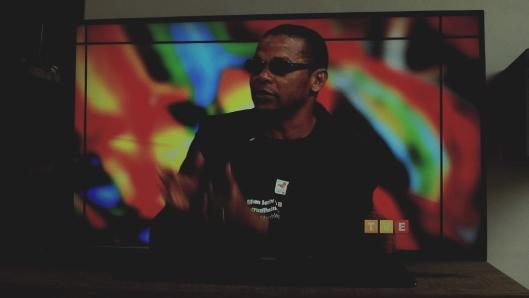 Este autor concede entrevista ao vivo à TVE Revista no dia da apresentação nacional da primeira versão da biografia em Salvador