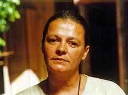 Bete Mendes, primeira deputada federal eleita pela legenda, foi expulsa do PT por votar pela eleição de Tancredo Neves que enterrou a ditadura em 1985