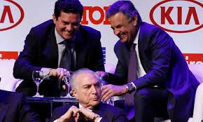 Atrás de Michel Temer o juiz Sergio Moro descontraído com o perdedor em 2014 da eleição presidencial